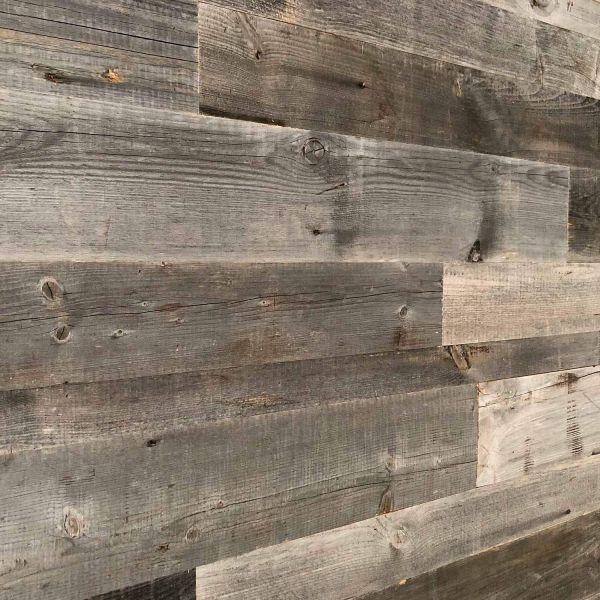 Holz Wandverkleidung mit 3d Paneelen aus verwittertem, vergrautem und recyceltem alten Holz von Nord